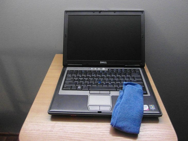 phase cleaning - cleaning laptop Warsaw